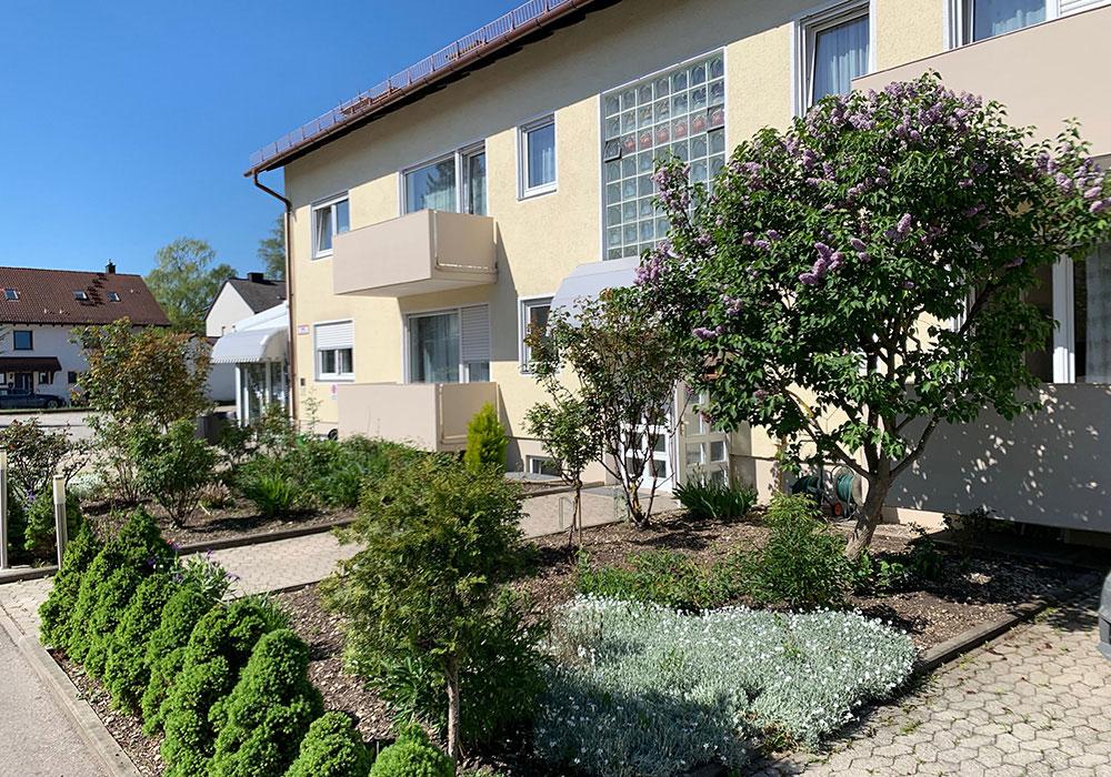Front view garden of marias inn near munich